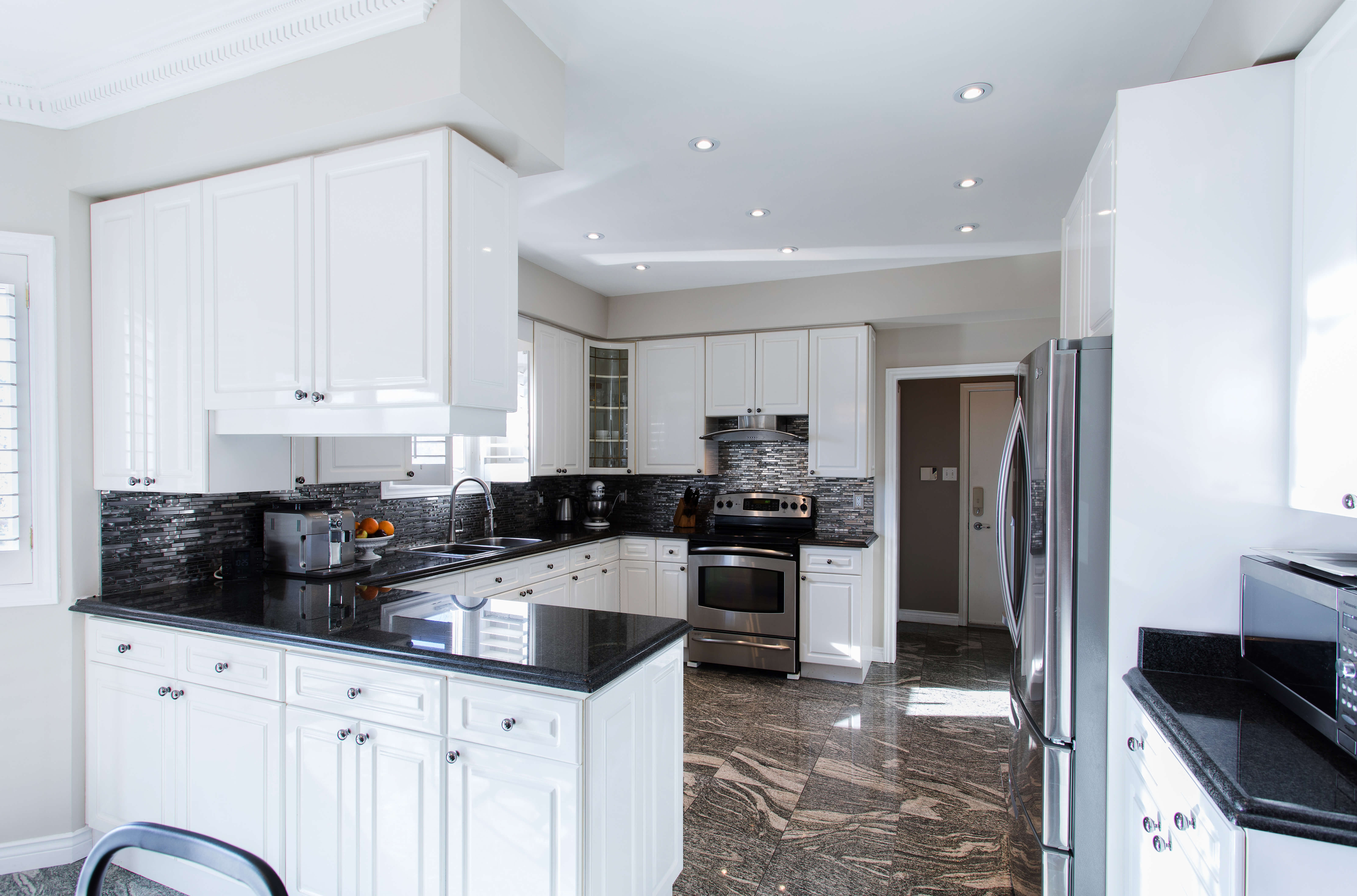 Classic flexible kitchen and its features